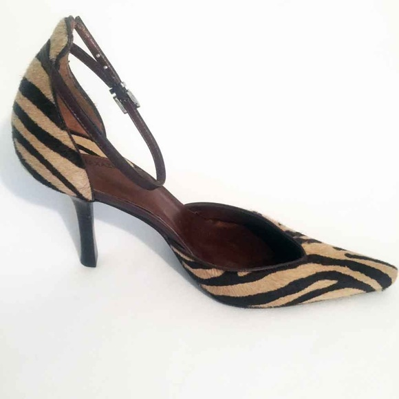 3e760bbb7c7da7 BCBGMaxAzria Shoes - New BCBGMaxAzria Calf Hair Brown Zebra Heels 8B